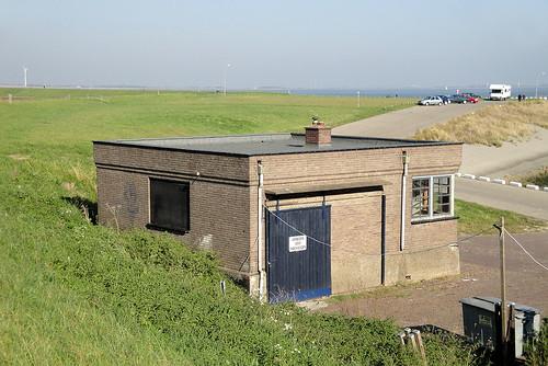 Hoedekenskerke, Nieuwe Veerweg 2: Wachtlokaal | by wiez_