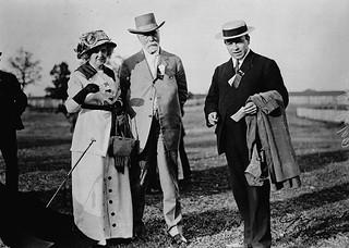 Mr. and Mrs. John King with their son Hon. William Lyon Mackenzie King at Scarborough Fair / M. et Mme John King, avec leur fils William Lyon Mackenzie King, à la foire de Scarborough