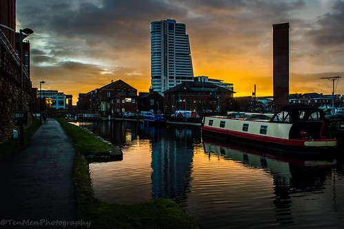 city tower water wall clouds canal cityscape lock path leeds barge towpath refelction sunrisebuilding