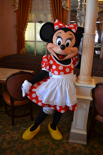 Meeting Minnie Mouse at Minnie & Friends: Breakfast in the Park | by Castles, Capes & Clones