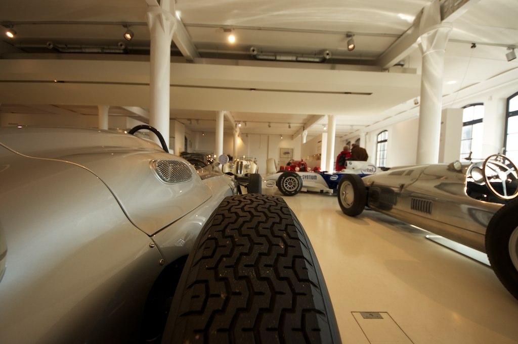 Rear View Of A Porsche 718 F1 Formula 1 Race Car Car Museu Flickr