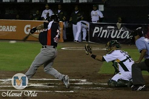 IMG_0522 Belleza Beisbolera en el Pericos de Puebla vs Leones de Yucatán (1er J Serie) Temporada 2012 LMB por Mv Fotografía Profesional –Manuel Vela y Lyz Vega- / www.pueblaexpres.com