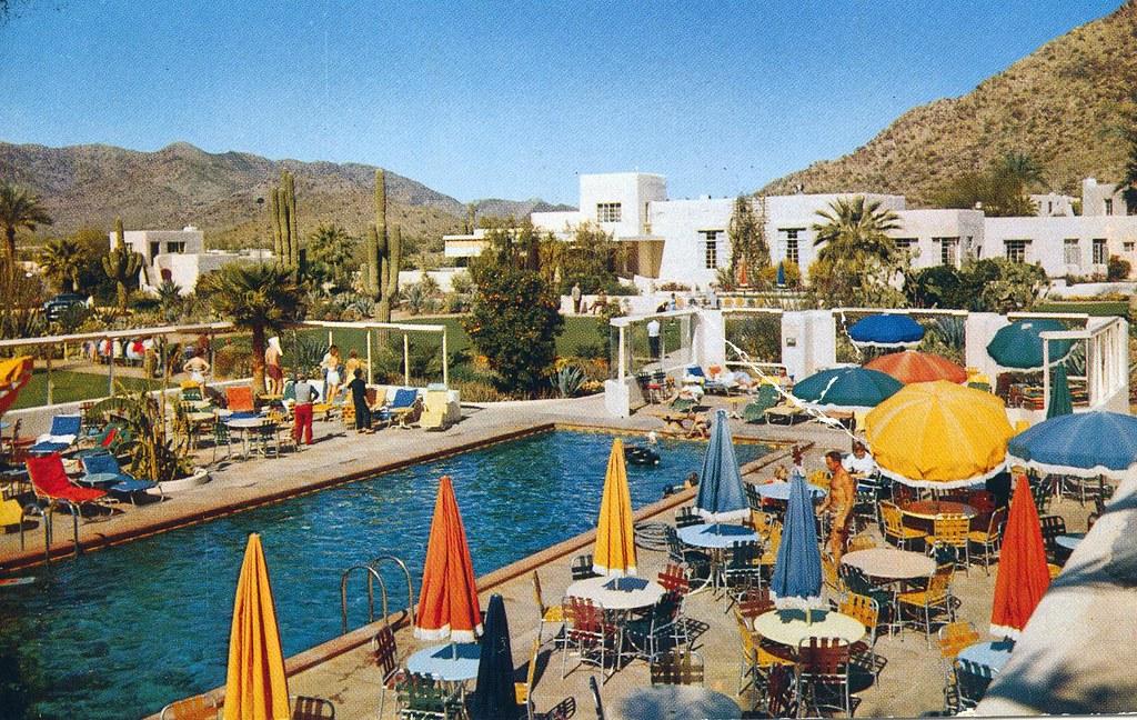 Arizona        Vintage 1957   Postcard Entrance to Camelback Inn Phoenix