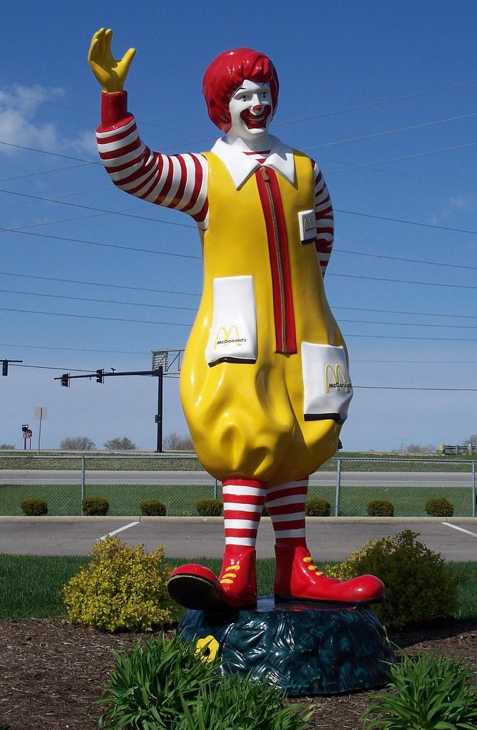 OH Vandalia - Ronald McDonald | Waving Ronald McDonald statu… | Flickr