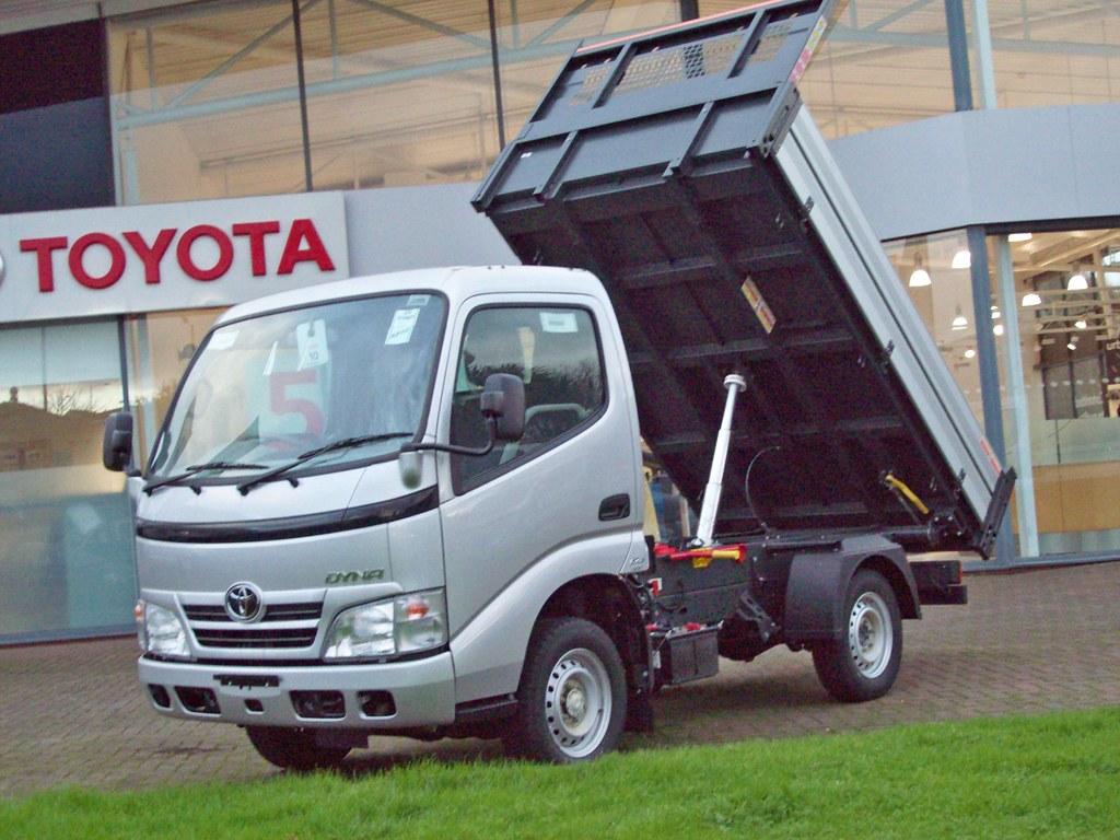 Kekurangan Toyota Dyna Perbandingan Harga