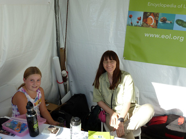 Gwen & Katja at the EOL booth