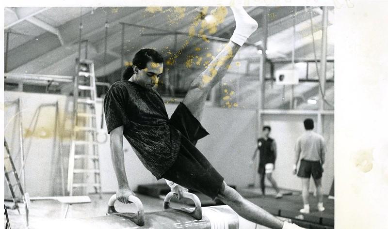1991-92_athl_boys_gymnastics_horse_2