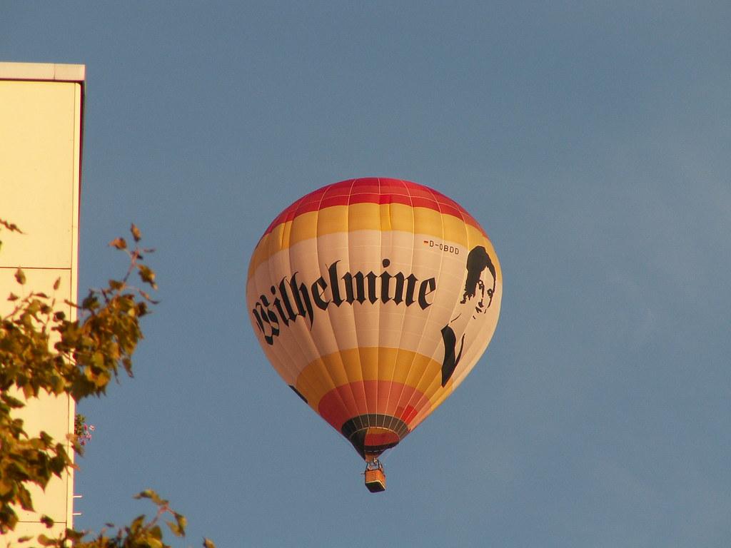Immer weiter mit dem Ballon, weiter trachte nicht, die Allmacht läßt sich nicht bestehlen. Der Himmel gab den Sternen zwar das Licht, sie zu ergründen, wird dirs fehlen 010