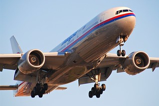 Malaysia Airlines Boeing 777-2H6ER; 9M-MRI@LAX;08.10.2011/620ez | by Aero Icarus