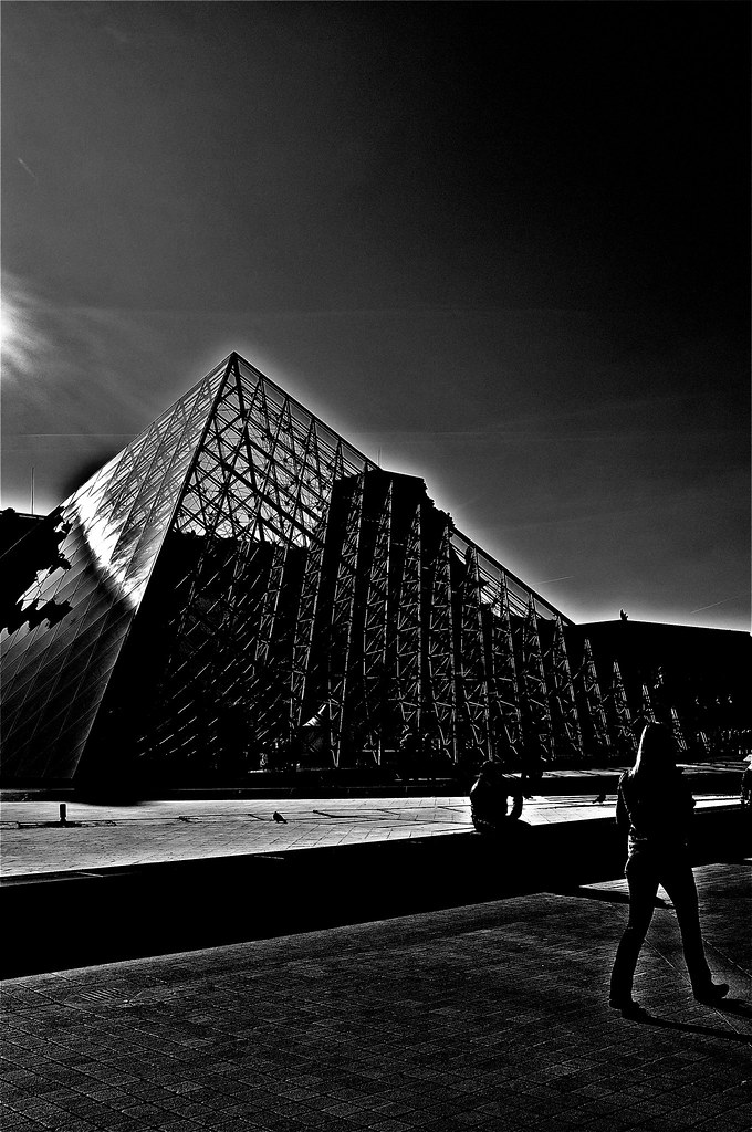 La Pyramide à Contre Jour Paris Noir Et Blanc Regis