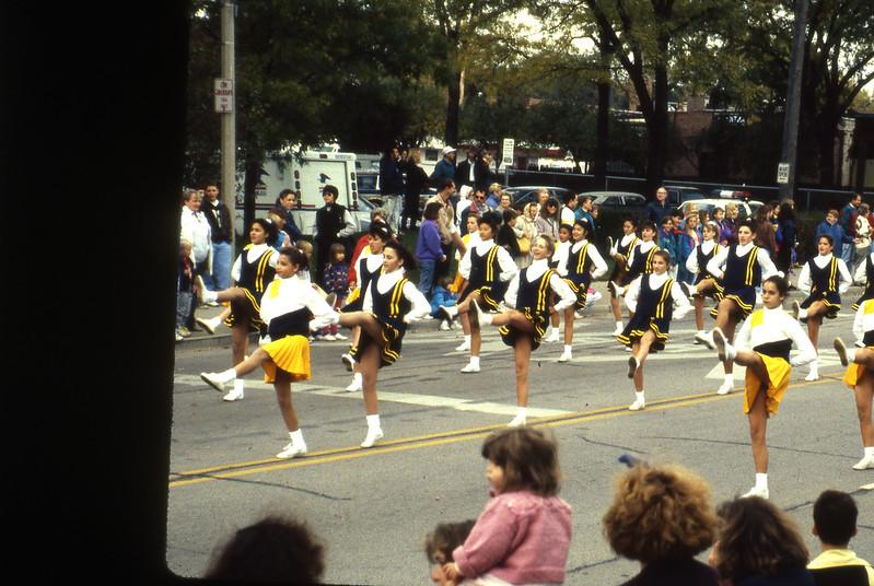 1991-11_actv_hc_parade_cheerleaders_09