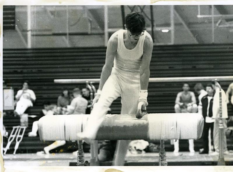 1991-92_athl_boys_gymnastics_horse