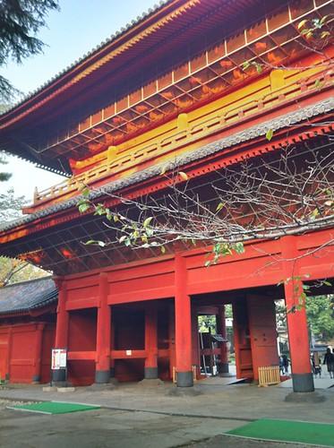 11月いっぱい山門の三解脱門が特別公開中です。徳川家墓所も合わせどうぞ。