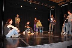 Participantes del programa realizando su actuación