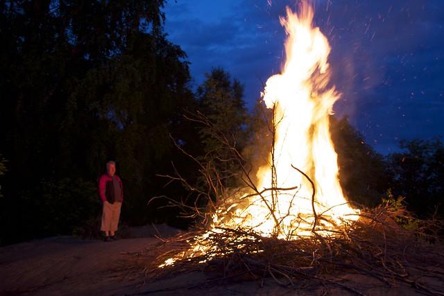 Una hoguera de Juhannus, el día de San Juan en Finlandia