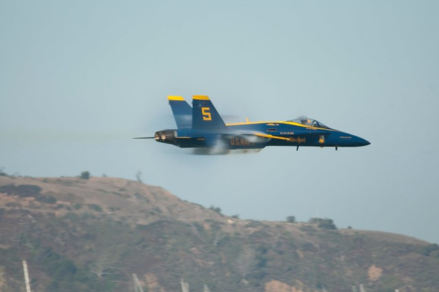 Blue Angels F18 Hornet 5 Low Fast Close