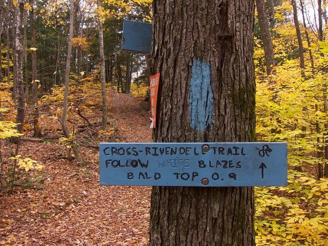 0:59:14 (36%): sign vermont hiking fairlee crossrivendelltrail baldtopmountain