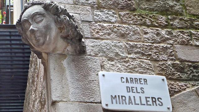 P1100460 Barcelone, Carrer dels Mirallers, une te?te de femme sur le coin de rues dans le quartier de la Ribera