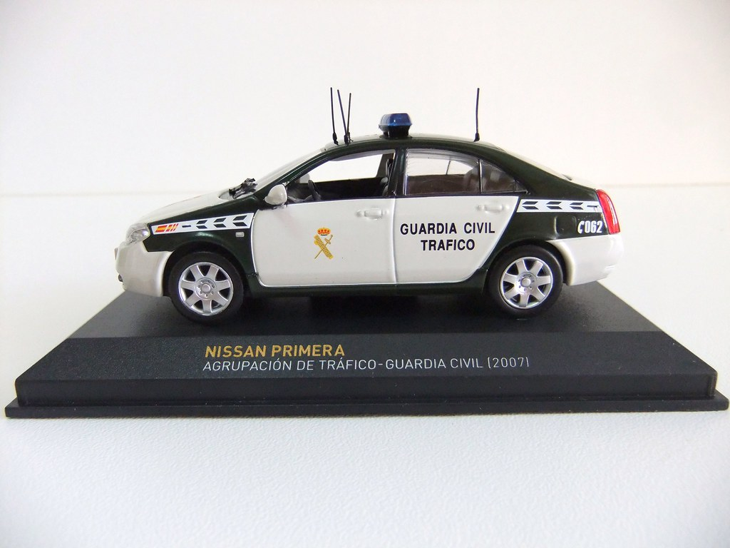 IXO ALTAYA 1//43 NISSAN PRIMERA AGRUPACION DE TRAFICO GUARDIA CIVIL 2007
