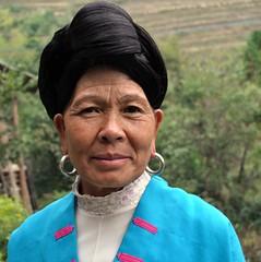 Dona de la minoria Yao (no es tallen el cabell i se l'enrollen al cap)