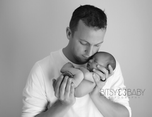 newborn photograph w dad | by Bitsy Baby Photography [Rita]