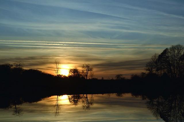 coucher de soleil sur etang