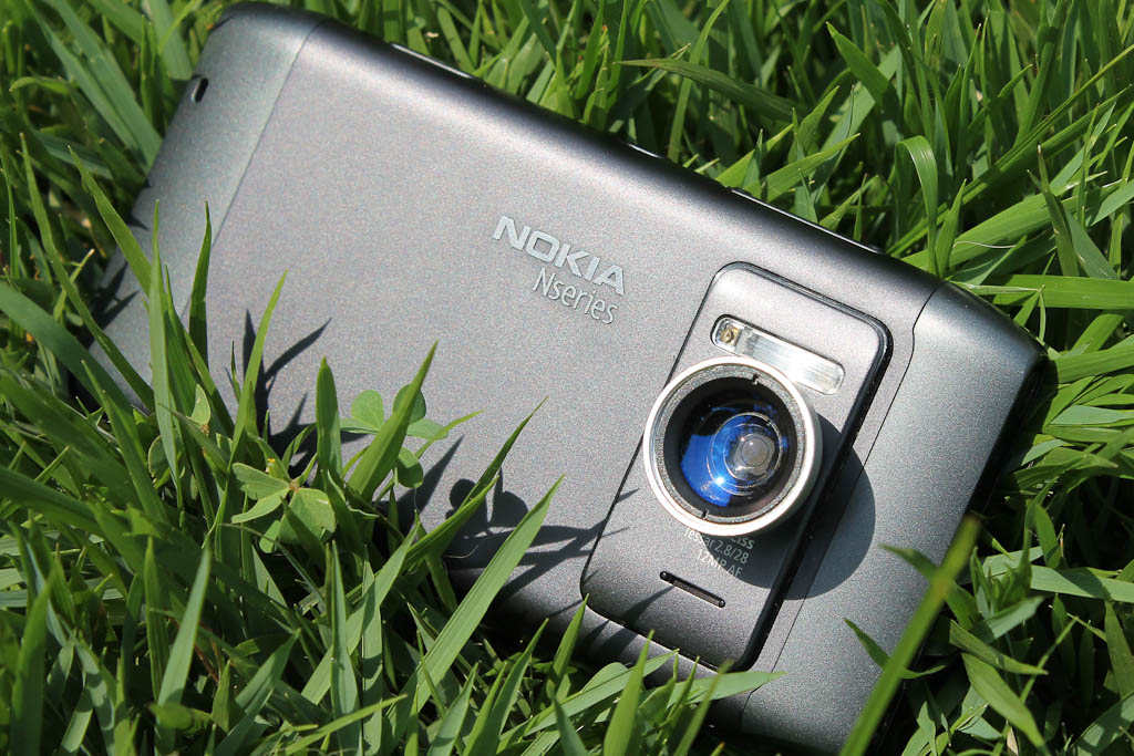 Nokia N8 with extra Lens | For review: Em português: flatson