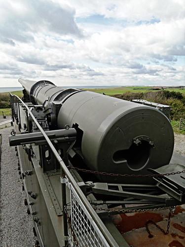 Railway Gun - Breach loading mechanism