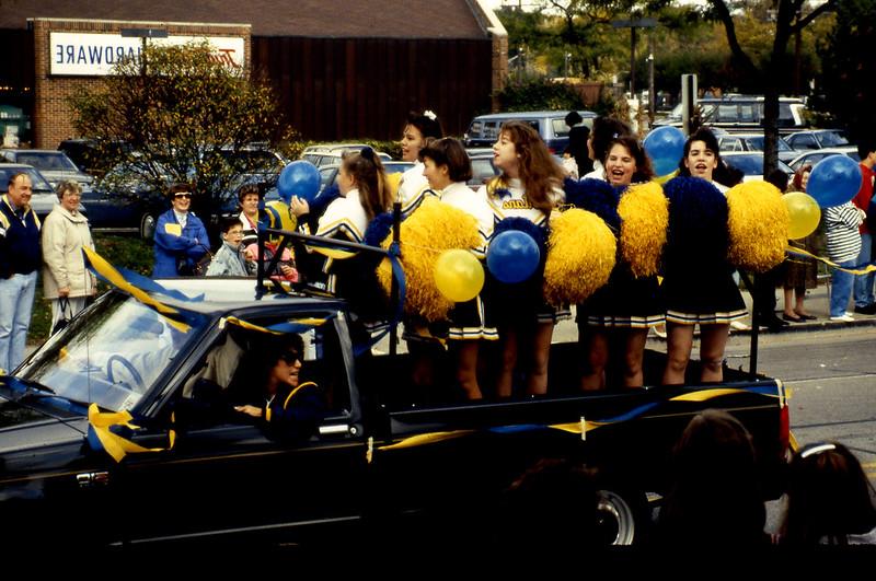 1991-11_actv_hc_parade_cheerleaders_18