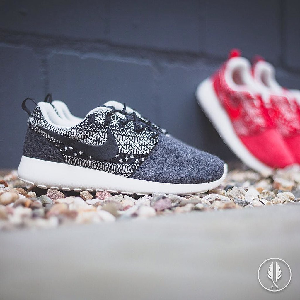 buy popular 202fa 33016 Nike Wmns Roshe One Winter Pack