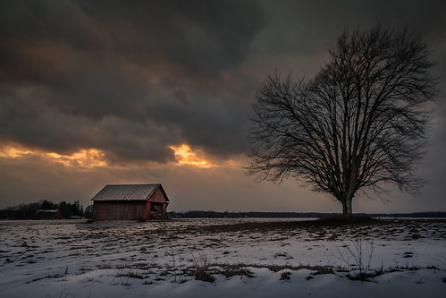 sunset snow barn tree thundersnow dramatic sky clouds michigan midmichigan winter february countryside camp nieve invierno canoneos5dmarkiv