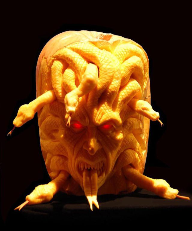 the_most_outrageous_pumpkin_carvings_ever_640_high_20