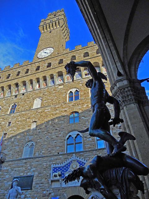 Firenze- Il Perseo con lo sfondo di Palazzo Vecchio