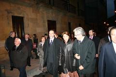 Personal del ayuntamiento, entre ellos, el alcalde Carlos Totorika junto a Magdalena Alvárez de camino a lobiano a su inauguración.
