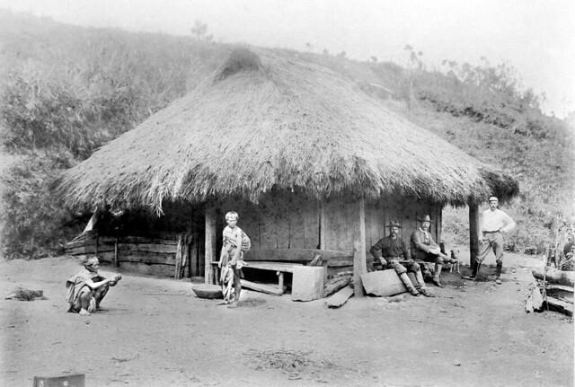 Typical Igorote house, Baguio, Benguet, Philippines -- 1901