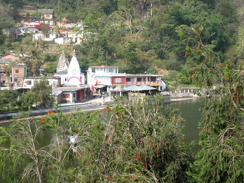india lake mountains buddhist hindu jain pilgrims himachalpradesh rewalsar theindiatree rawalsar