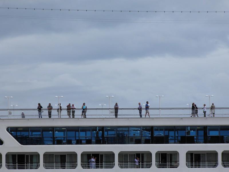 Insignia Cruise Ship Leaving Bordeaux - P9110390