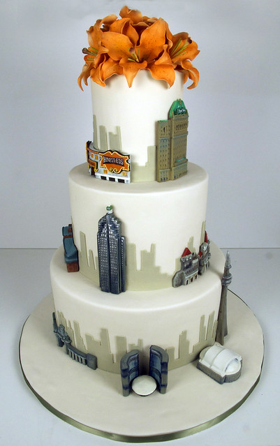 W9014 - toronto skyline wedding cake
