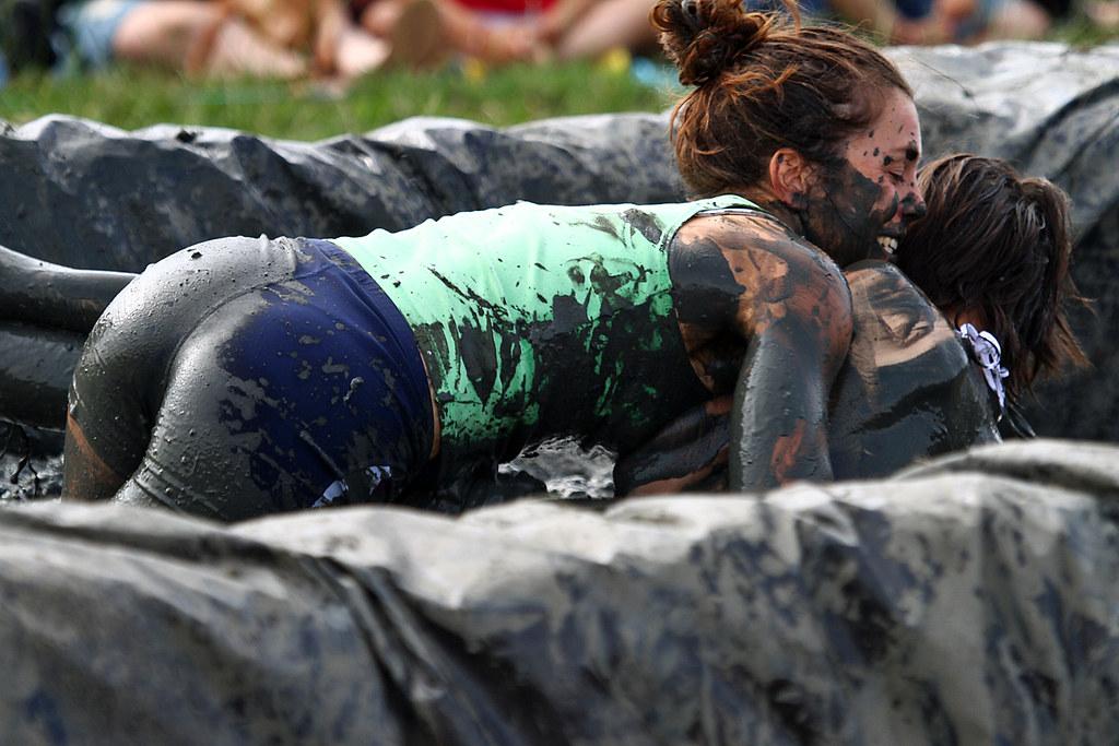 Fight ladies mud Bikini babes