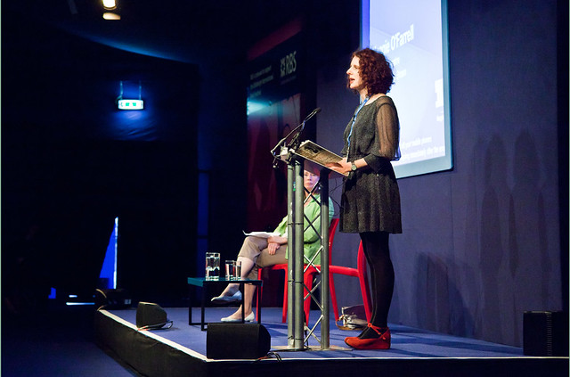 Maggie O'Farrell at lectern