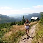 Táňa Metelková se osamocena blíží k vrcholu Králičáku, foto: Miroslav Havran