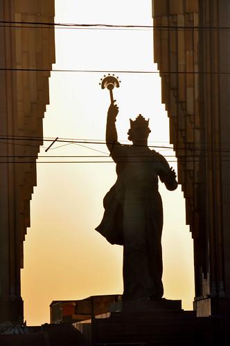monument silhouette statue tajikistan dushanbe d90 tadjikistan somoni tamron18270