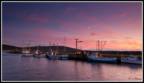 moon newfoundland evening fishing fishermen safe nl fishingboats nfld trinitybay whiteway safehaven commercialfishing fisherpersons d700 infortheevening