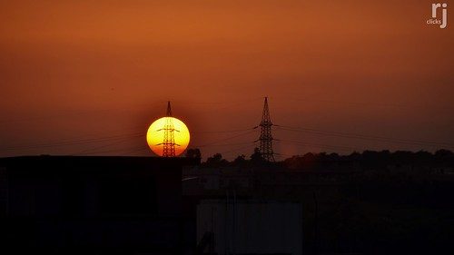 rehanjamil rjclicks nikond5100 nikon d5100 sun pylons silhouette evening orange orangesky dusk colorsofdusk sky beautifulsky clearsky impressive great perfectphotograph perfecttiming pakistan rawalpindi sunsetting sunset sunlight yellow golden pakistaniphotographer photographerindammam photographerinkhobar pakistani gittersteigen