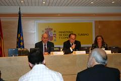 En el Ministerio de Industria. Comercio y Turismo de Madrid el Director Comercial de AENOR Jaime Fontanals y Pablo Priesca Director Gerente del CTIC
