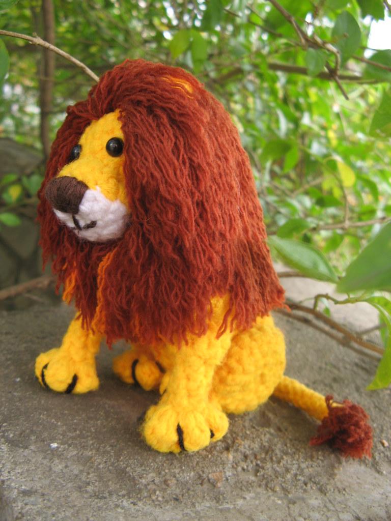 Laurence the Lion Free Amigurumi Pattern | Jess Huff | 1024x768