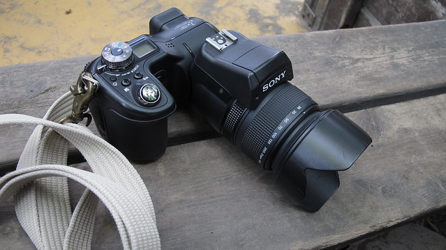 SONY DSC-F828 CarlZeiss Vario-Sonnar T* 2-2.8 28mm-200mm.