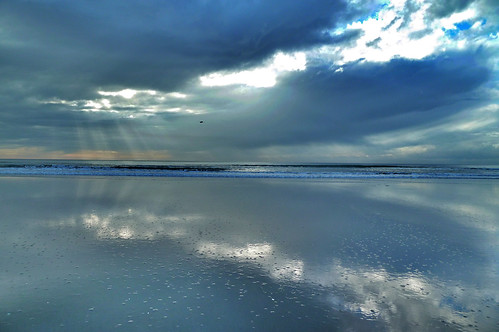 sea newzealand christchurch cloud sun beach sunrise landscape dawn coast sand ray break canterbury shore nz southisland sunup daybreak silverlining waimairi