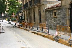 Calle Marques de Valdespina en obras con la apertura de la zanja para la instalación de las tuberias de gas