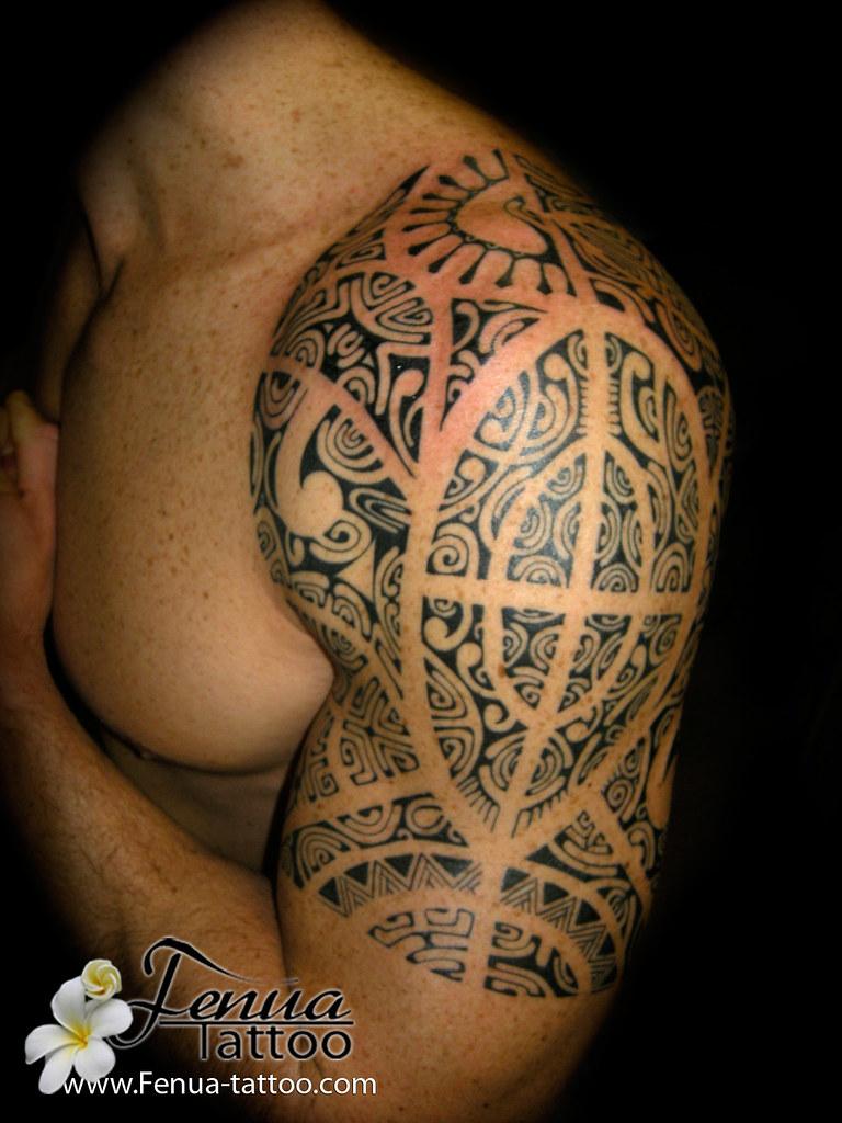 Tatouage Polynesien Sur Epaule Par Tahiti Tattoo Dans Le V
